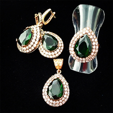 Shop Chakraas Queen Elizabeth Jewelry Set