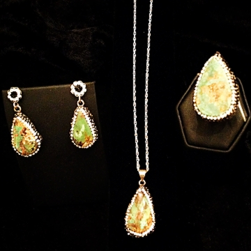 green-gold-jewelry-set-chakraas-w-2.jpg